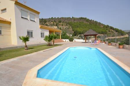 Fantástico chalet + piscina privada - Segorbe