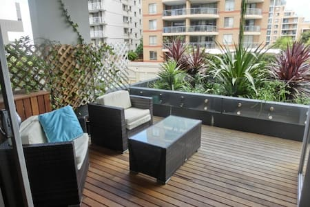 Sydney apartment with harbour views - Bondi Junction