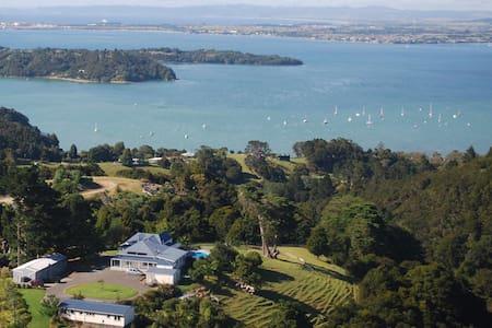 Kauri Villas - Kohinui Self Contained Lodge - Parua Bay - Guesthouse