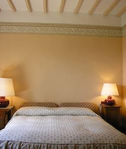 Lovely room in Tuscany ancient Villa - Montepulciano - Bed & Breakfast
