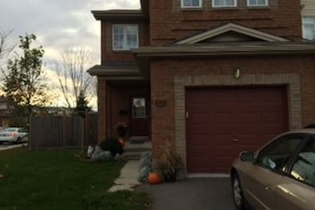 Kanata Town House 2 rooms - Ottawa - Rumah