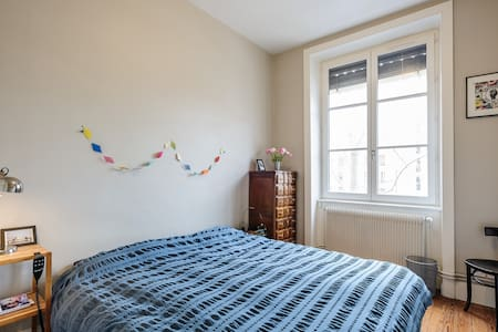 Lovely sunlit room, ideal location! - Daire