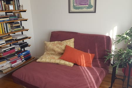 Sunny Private Room in 2 BR Apartment, Somerville - Somerville - Wohnung