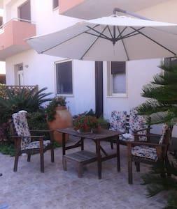 Appartamentino con angolo giardino - Wohnung