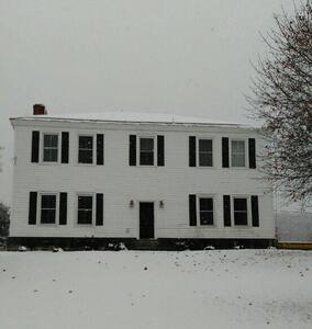 Blind Buck Valley Farmstead - magical winter oasis - Salem - House