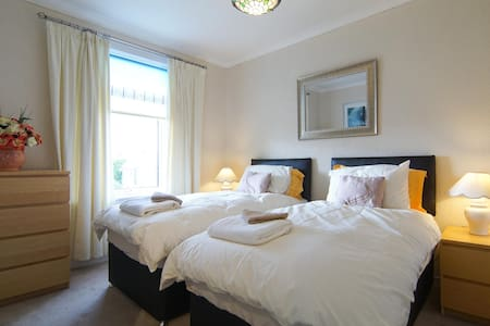 Comfortable Largs Apartment - Largs - Apartament