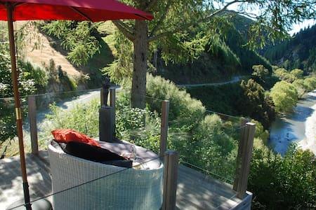 Rotoiti Retreat, Nelson Lakes. - Inap sarapan