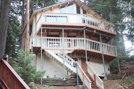 Getaway Treehouse Cabin - Sommerhus/hytte
