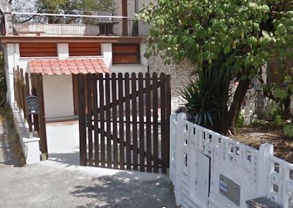 La strana Casa - Rom - Villa