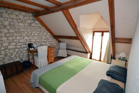 Chambre Alexis, salle de bain WC - Moulins-sur-Céphons