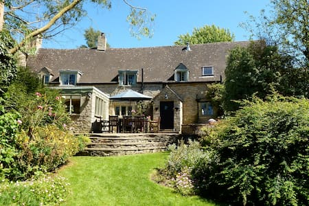 Spacious Historic 17th Century Cotswold Cottage - Great Rissington - House
