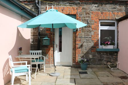 Island cottage in the heart of Dublin - Cabanya