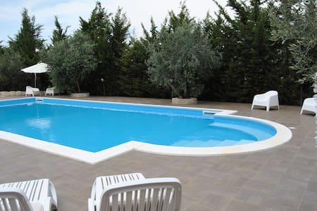 Camera in villa con piscina in Sicilia - Licata