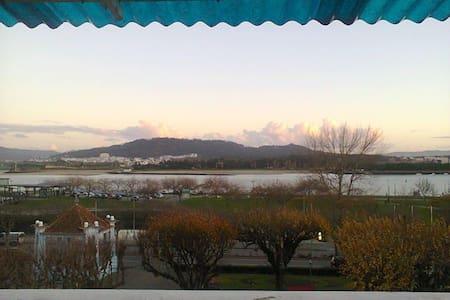 Quarto no centro de Viana com excelente Vista - Appartement
