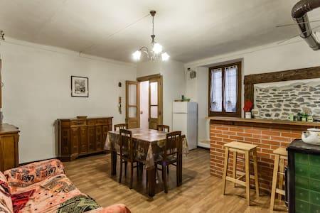 Carattersitica casa in paese alpino - Hus