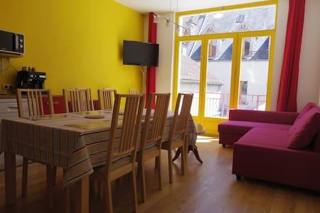 Beautiful flat renovated 1st floor near citycenter - Wohnung