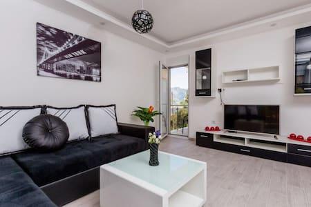 Dream Vacation Apartments - Lepetane