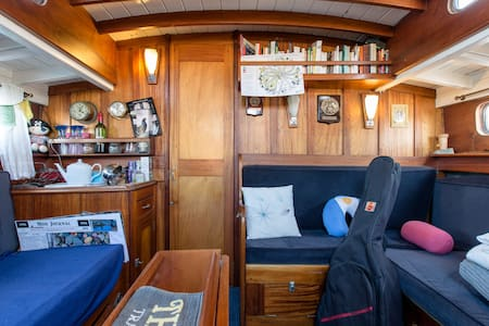 Room type: Entire home/apt Property type: Boat Accommodates: 4 Bedrooms: 2 Bathrooms: 1