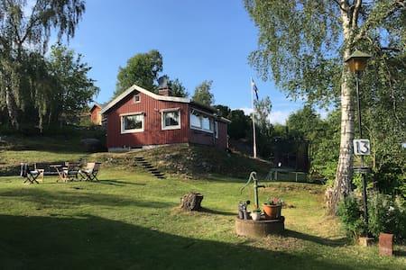 Mysigt sommarhus, nära till bad och kajak. - Uddevalla - Blockhütte