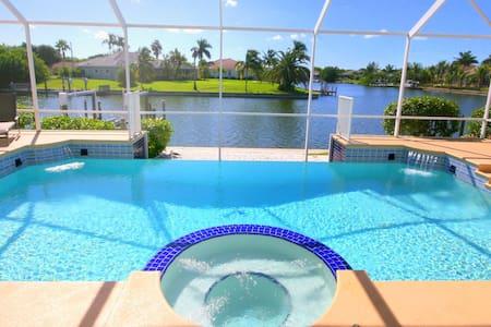 Fabulous waterfront Poolvilla Bellagio Boat option - Cape Coral - Villa