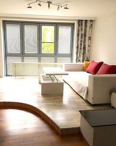 Geräumige Maisonette-Wohnung mit guter Anbindung - Wien - Apartment