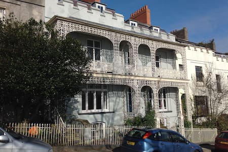 8a Spring Gardens, Haverfordwest. - Haverfordwest