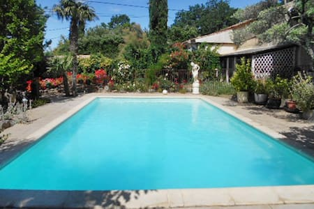 Traditional house with swimming pool - Pougnadoresse - House