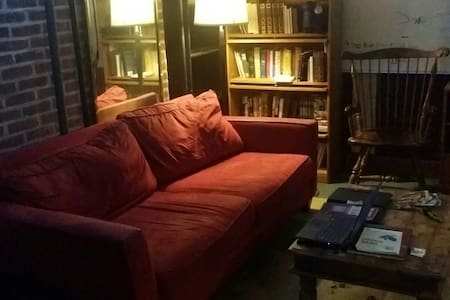 Single Room & Couch Available - Attleboro - Maison