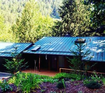Thompson's Mountain Inn - Mount Hood Village