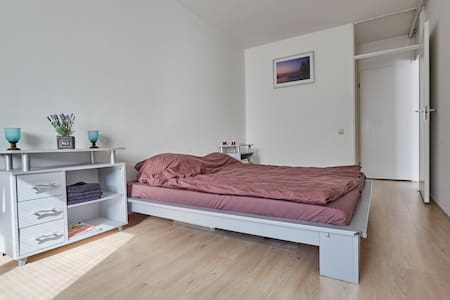 Amsterdam, double bed, close to metro and WIFI - Wohnung