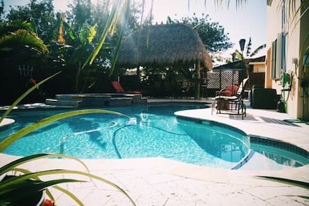 Private oasis between the keys and MIA Airport. - 一軒家