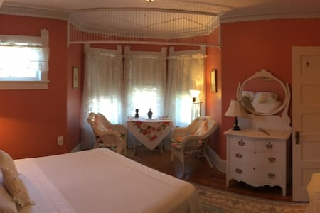 My Fair Lady Bed and Breakfast - Crisfield - Bed & Breakfast