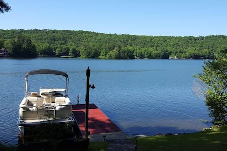 Lake Front home, stunning views, couples get away - Maison