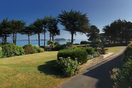 Le Logeo avec vue sur le Golfe de Morbihan - Bed & Breakfast