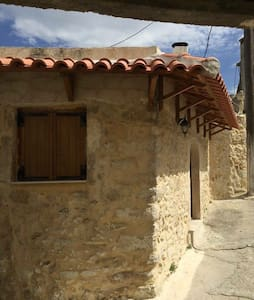 Traditional stonebuild apartment - Agia Paraskevi - Townhouse
