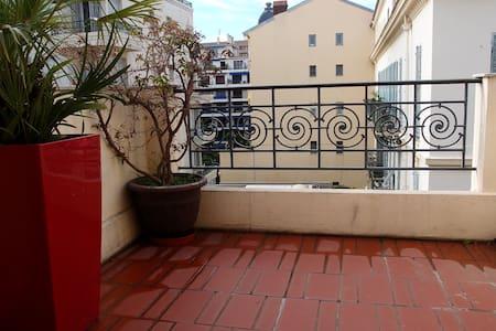 Chambre avec terrasse ensoleillée - Carré d'Or - Nice