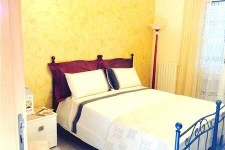B&B Europa 73 - Essential room - Acquaviva delle Fonti - Bed & Breakfast