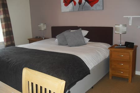 Acorn Guest House Gateway to the Lakes - Penrith - Bed & Breakfast