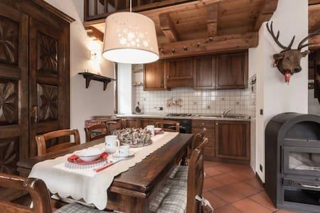 luminoso trilocale con soppalco vista Monte Bianco - Appartamento