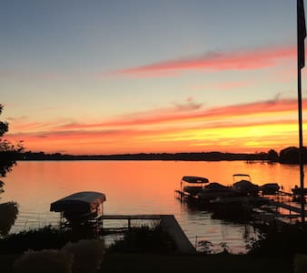 Lake House/Ski House - sleeps 10 - Antioch - Ev