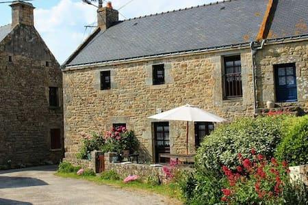 Maison bretonne, calme, cheminée - Casa
