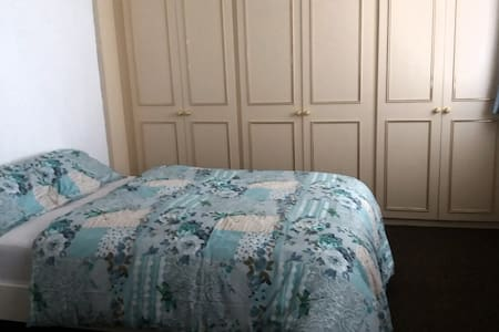 Double spacious BedRoom in peaceful House - Bed & Breakfast