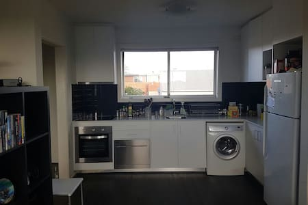 Modern 1 bed spacious apartment - Middle Park