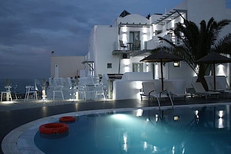 Rena's Suites simple elegant boutique hotel inFira - Fira - Villa