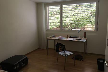 A cozy room in Zurich. 15 min train to city center - Zürich - Appartement