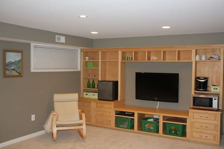 Clean modern home comforts - Reston - Apartamento
