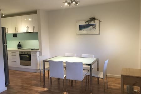 Great Location 2 BRM Apartment in West Perth :) - Wohnung