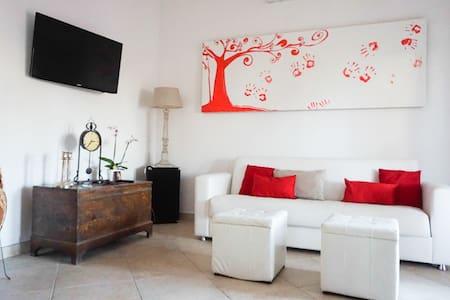 Villetta 6 posti letto e giardino - Nettuno