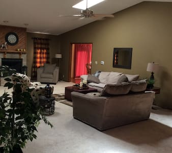 Updated Master Suite - Grand Island - Haus