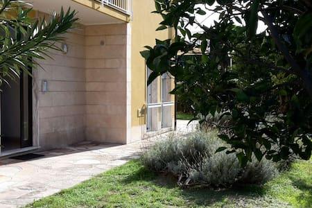 Un tuffo nel blu - luminoso appartamento al mare - Pietra Ligure